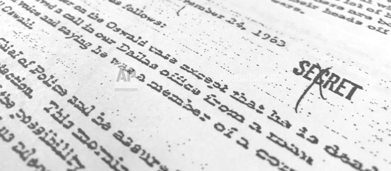 Esta foto tomada en Washington muestra parte de un documento, fechado el 24 de noviembre de 1963, en el que se cita al director del FBI en esa época, J. Edgar Hoover, mientras habla sobre la muerte de Lee Harvey Oswald, el francotirador que mató al presidente John F. Kennedy. El documento fue divulgado por primera vez el jueves 26 de octubre del 2017.