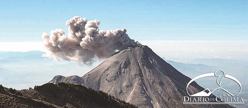 Protección Civil informó que es probable que esté subiendo magma por el conducto del edificio volcánico, lo que pudiera propiciar el crecimiento de un domo con derrumbes de material incandescente y flujos de lava.