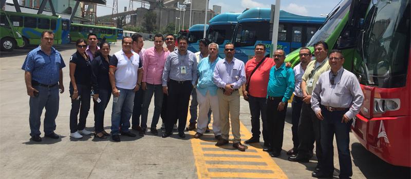Aspecto de la visita de concesionarios del transporte urbano de Manzanillo, Comala y Coquimatlán, y la secretaria de Movilidad, Gisela Méndez, a la empresa Macrobús, en Guadalajara.