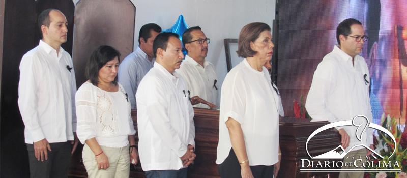 El gobernador José Ignacio Peralta Sánchez encabezó el homenaje de cuerpo presente al alcalde de Ixtlahuacán, Crispín Gutiérrez Moreno.
