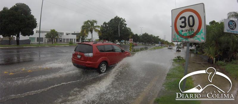 En la zona conurbada Colima-Villa de Álvarez son comunes las inundaciones, principalmente en el Tercer Anillo Periférico, cerca de Plaza Zentralia (imagen) y la glorieta de Los Perritos Bailarines.