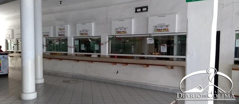 Las cajas recaudadoras del Ayuntamiento de Manzanillo lucen solas, ya que pocos contribuyentes han acudido a pagar el impuesto predial.