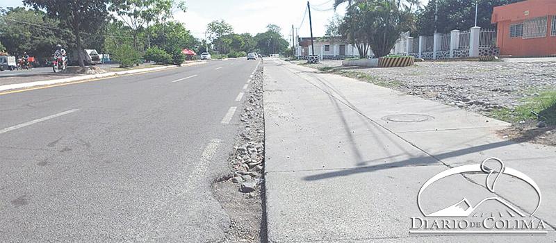 El Gobierno Federal está fomentando la construcción de ciclovías, afirma el delegado de la Sedatu, Carlos Cárdenas. En la imagen, la que se está haciendo en Coquimatlán.