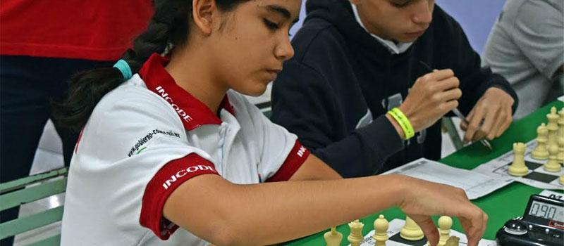 Ailin Hoyos Hernández califico a ON2016 en 14-15