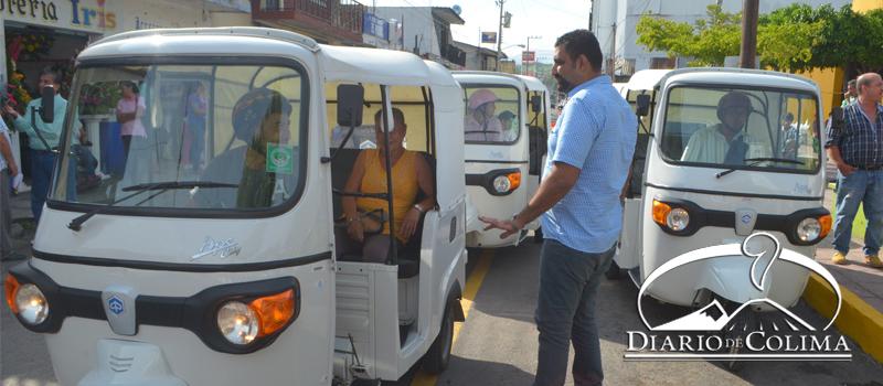 Con siete unidades se inició el servicio de mototaxis en Quesería; el alcalde de Cuauhtémoc, Rafael Mendoza Godínez, dio el banderazo de arranque.