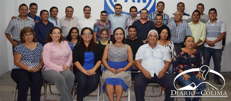 Militantes y simpatizantes del PAN participaron en la sesión del Comité Directivo Municipal en Villa del Álvarez, donde la lideresa estatal, Julia Jiménez, destacó que se trabaja en la homologación de un plan de trabajo.