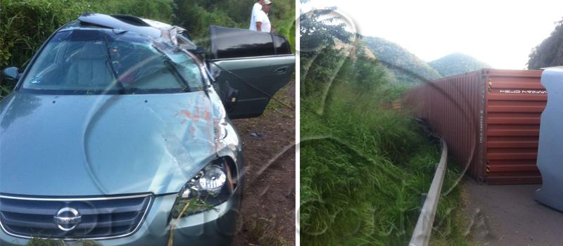 Tres personas resultaron lesionadas, luego de que el vehículo en que viajaban se impactó por alcance contra un tráiler que volcó, la tarde de ayer, sobre la autopista de Tecomán a Colima, en el tramo de La Salada.