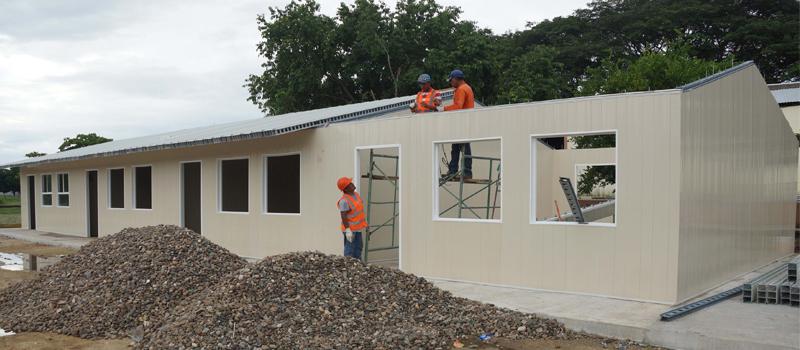 A 2 semanas de iniciada su construcción, las aulas para reemplazar de manera provisional escuelas dañadas por el sismo del 7 de septiembre tienen 70 por ciento de avance, informó el Instituto Oaxaqueño Constructor de Infraestructura Física Educativa.