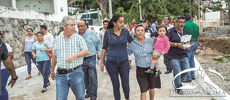 La presidenta municipal, Gabriela Benavides, entregó la modernización de la calle Torremolinos, que ahora se convierte en una vía alterna para ingresar a la colonia Colinas de Santiago.