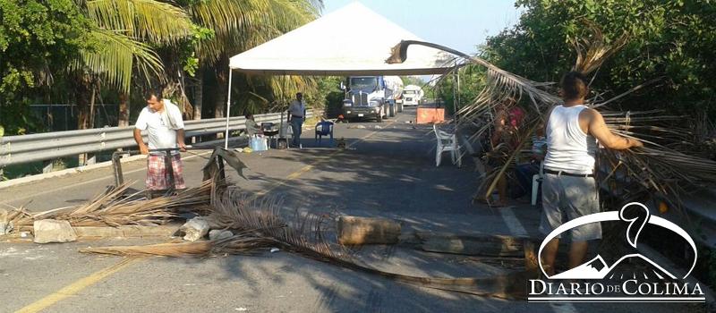 Vecinos de la colonia Alameda retiraron el plantón que por 30 horas mantuvieron en la carretera a Campos. El viernes se reunirán con el gobernador José Ignacio Peralta.