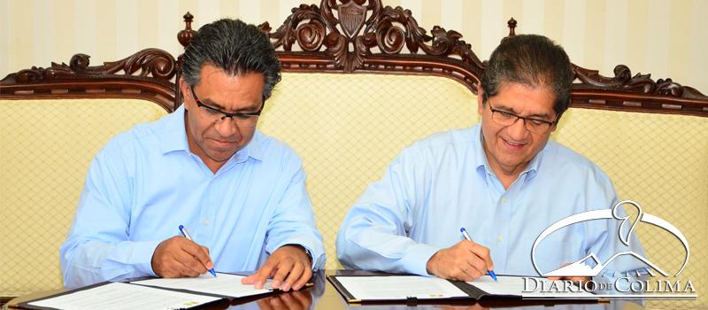 Firma de Convenio entre Luis Carlos Herrera, de Fundación ISTHMUS, y el rector de la UdeC, José Eduardo Hernández Nava.