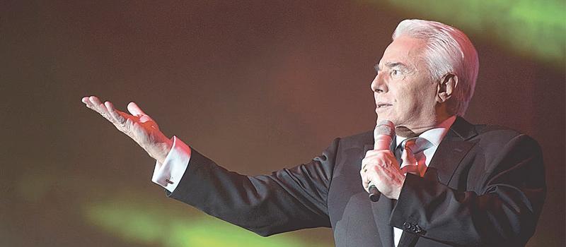 Enrique Guzmán ya prepara la celebración de sus 60 años de carrera artística.