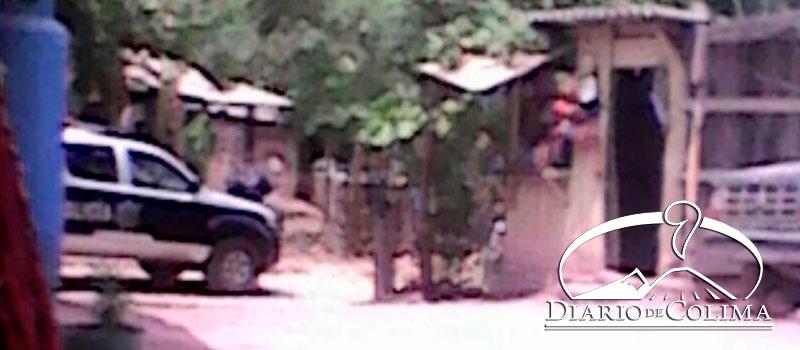 Agentes policíacos y del Ejército Mexicano catearon una vivienda, ayer por la mañana, en la calle Renacimiento, de la colonia Allende, en la comunidad de Cofradía de Juárez, Armería.