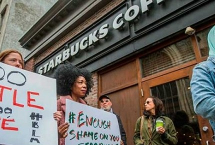 Tunden a Starbucks en EU por incidente racial