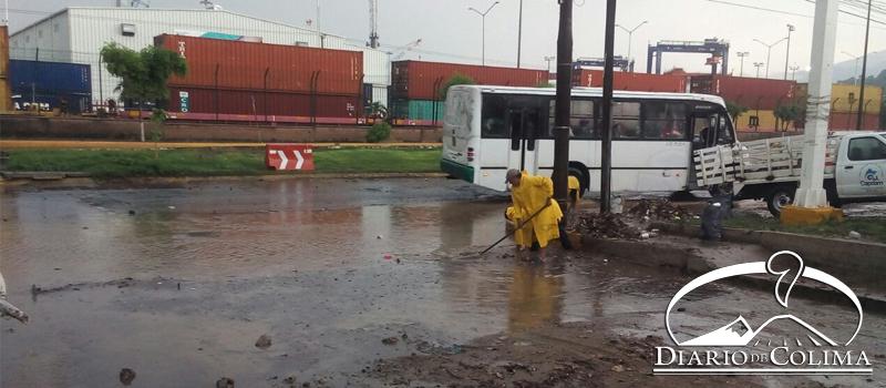 La lluvia que se registró ayer causó encharcamientos en algunas zonas de la ciudad, pero no hubo inundaciones mayores, informó el director de Protección Civil Municipal, José María Flores. La imagen, en la zona de Fondeport.