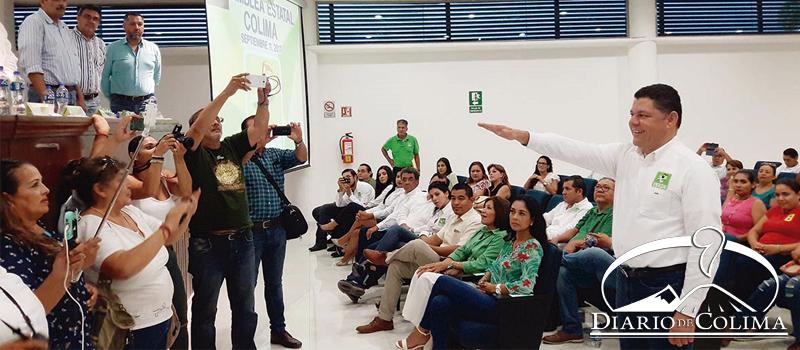 Virgilio Mendoza rindió protesta como secretario general del PVEM en Colima. Aseguró que la política es de suma y no de restas.