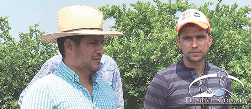 Manuel Garibay (derecha), presidente de la Asociación Agrícola de Productores Diversos del Valle de Tecomán, aseguró que a los agricultores les ha ido bien este año.